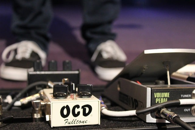 essential effects pedals for bass guitar
